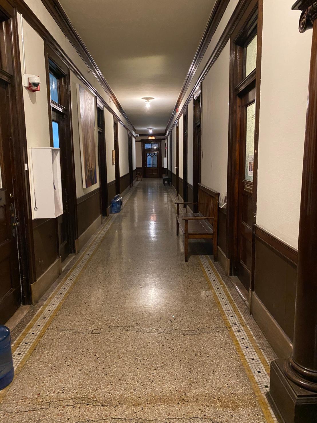 Hallway_ninth_floor_Fine_Arts_Building_Chicago