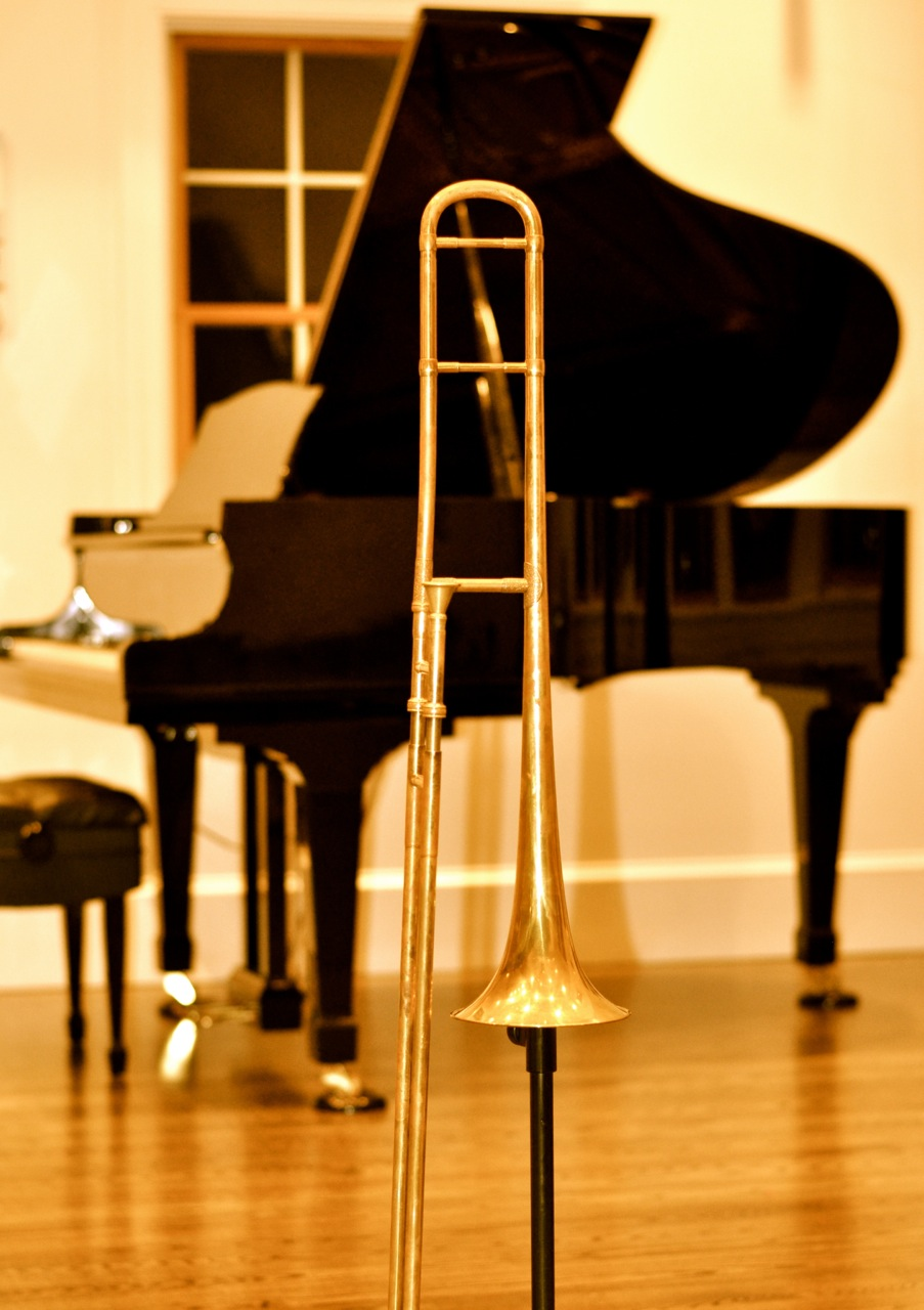Rochut_Trombone_on_stand_©Toby_Oft